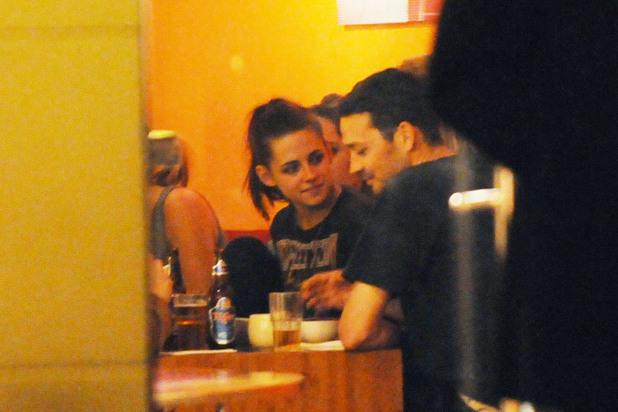 Kristen Stewart having dinner with Rupert Sanders at Monsieur Vuong restaurant at Mitte. Berlin, Germany