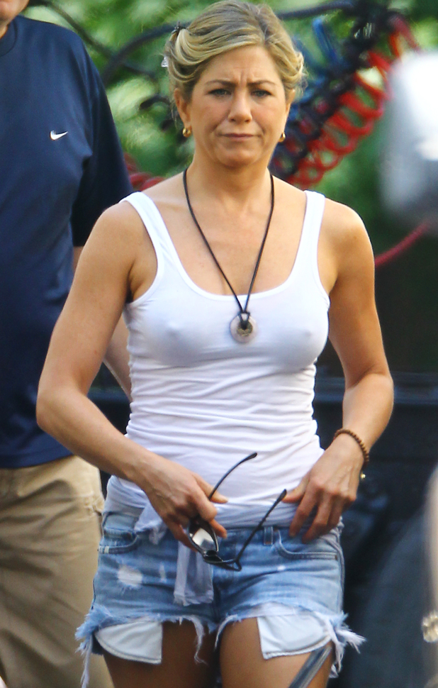 "Jennifer Aniston filming ""We are the Millers"".  ""REVEAL USE ONLY.  ONE OFF USE ONLY"""