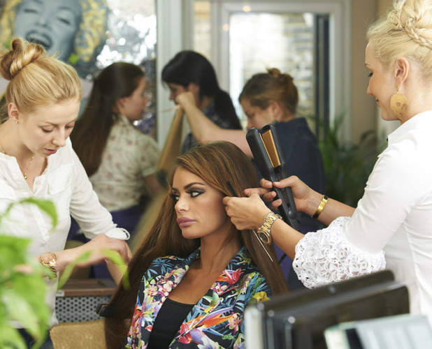Miss Mode: chloe sims in hair salon