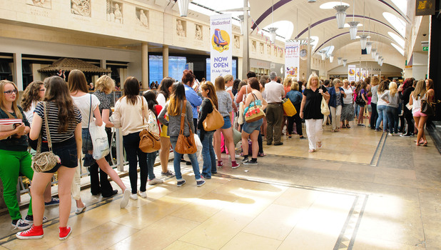 Fans waiting for Olympic medalist, Tom Daley at Bluewater shopping center. London, England - 16.08.12