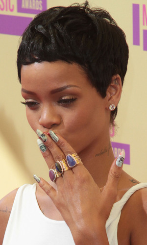 Rihanna, Minx dollar and pound sign nails, VMA 2012