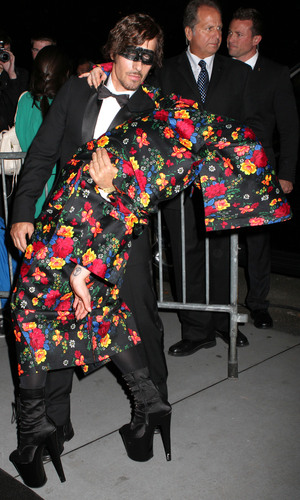 Miss Mode: Gaga Launch cape