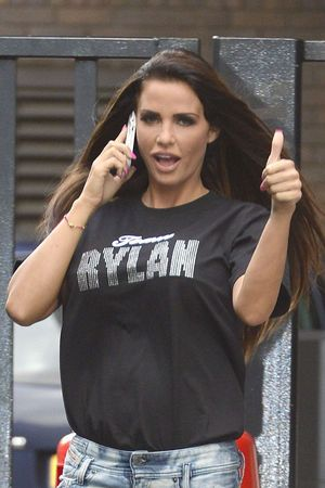 Katie Price wearing a 'Team Rylan' T-shirt
