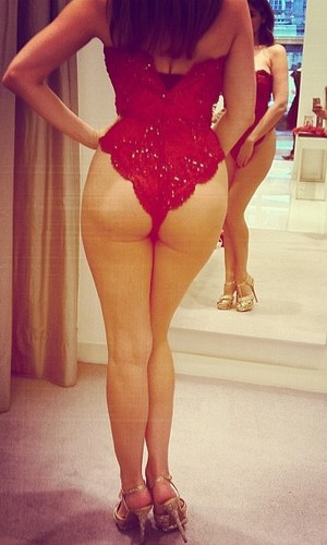 Kelly Brook- back shot
