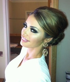 Miss Mode: Chloe Sims shows bun hairstyle in Twitter picture