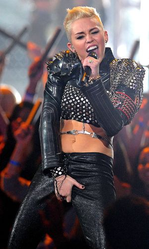 Miss Mode: Miley Cyrus at VH1 Divas show