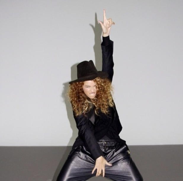 Beyoncé uploads picture of her posing as Michael Jackson on her Instagram account