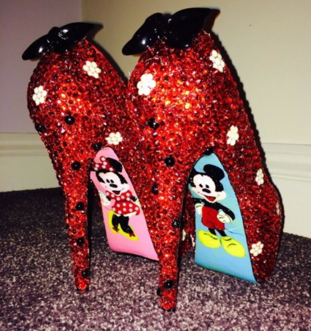 Sam Faiers shows off her Minnie Mouse shoes ahead of New Year party - 31 December 2013
