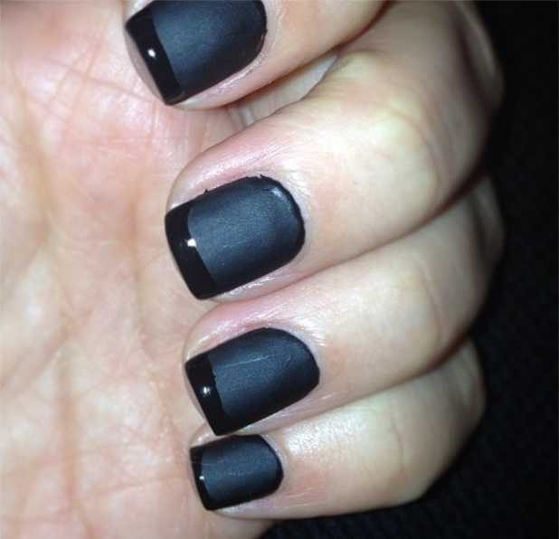 Kim Kardashian, black, reverse French nails, Twitter, 24/01/13