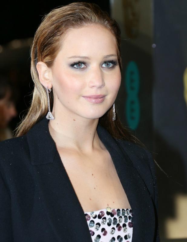 Jennifer Lawrence pretty in pink on BAFTAs red carpet ...