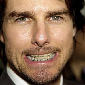 You will never unsee this, Tom Cruise has a tooth at the ...