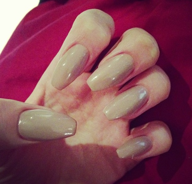 Jessie J shows off her long, nude nails, Twitter/Instagram, 18th April ...