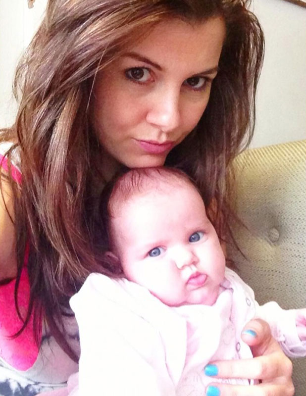 Imogen Thomas and baby Ariana Siena in new Twitter picture dated 21 May 2013