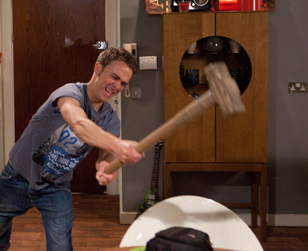 Corrie, David smashes up Nick's flat, Fri 21 Jun