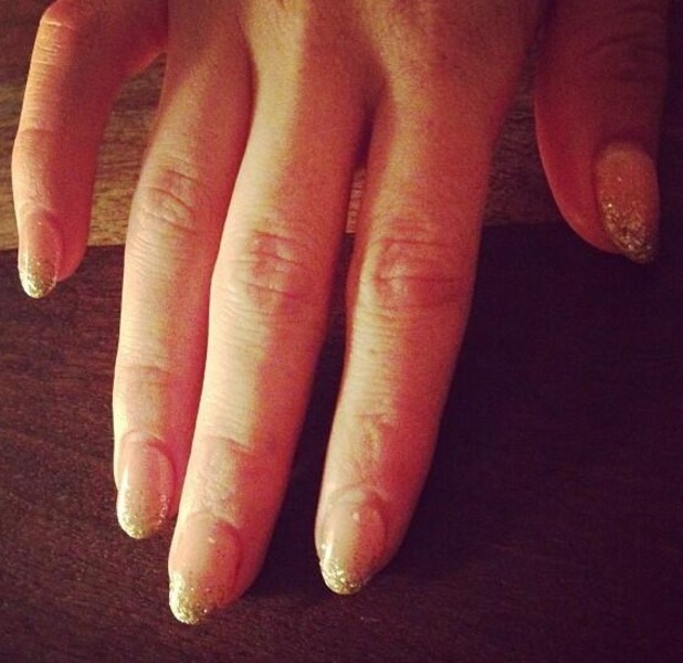 Hilary Duff glitter ombre nails twitter