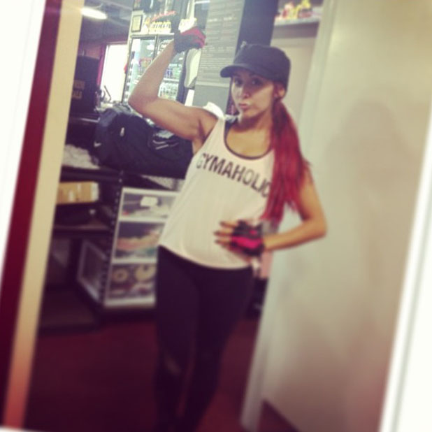 Snooki posts gym photo of herself flexing her muscles