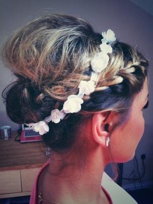 Sam Faiers floral headband hair