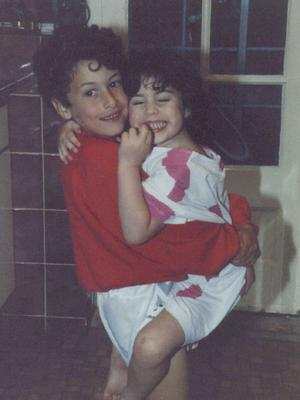 Amy Winehouse age 4 before with her brother Alex