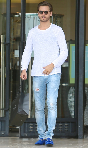 Scott Disick is seen leaving Barneys New York in Beverly Hills after shopping with friends. 25 June 2013