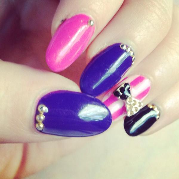 Carly Rae Jepson tweeted this picture of her manicure - 27 June 2013