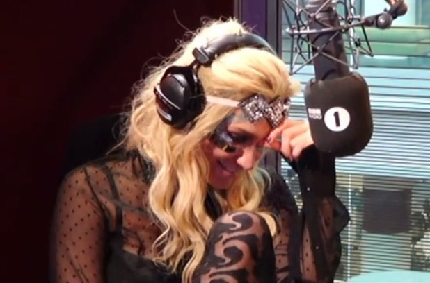 Ke$ha chats up Harry Styles on Radio 1 - 12 July 2013