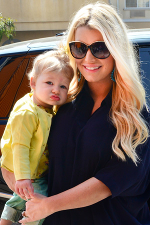 Jessica Simpson and Ashlee Simpson out and about, Los Angeles, America - 16 Mar 2013 Jessica Simpson and baby Maxwell 16 Mar 2013