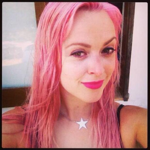 Fearne Cotton shows off her pink hair on Twitter, 15 July 2013