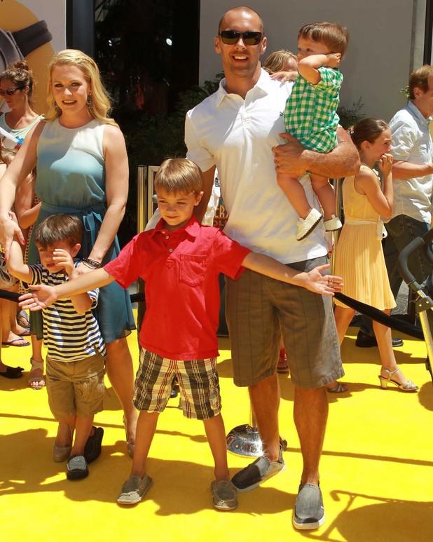 """22.6.2013 - """"Despicable Me 2"""" - Los Angeles Premiere - Melissa Joan Hart, Mark Wilkerson, Braydon Hart Wilkerson, Mason Walter Wilkerson, Tucker McFadden Wilkerson"""