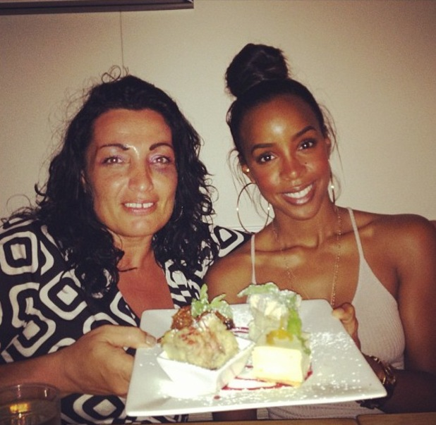 Kelly Rowland Provincetown meal - 19 July 2013