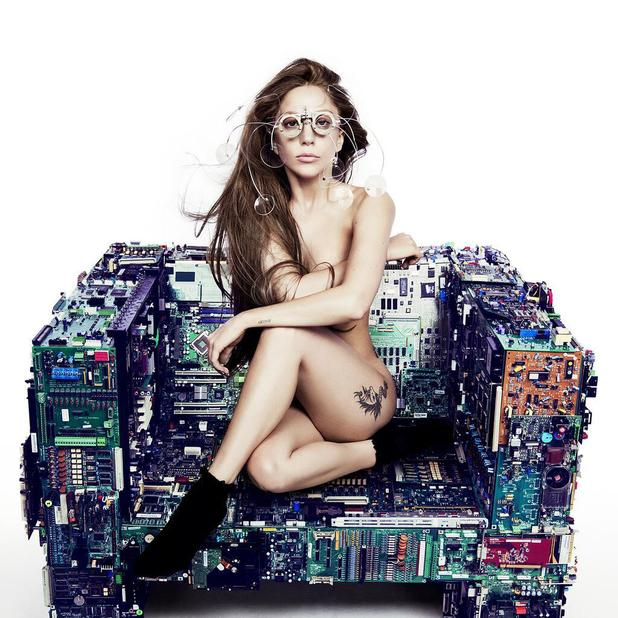 Lady Gaga tweets promo picture for new single, July 27 2013