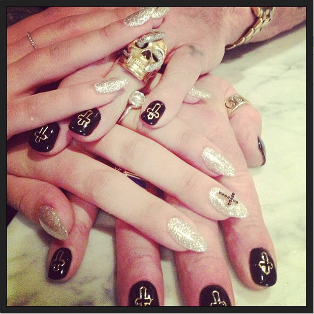 Kelly Osbourne flashes engagement ring while showing off her dad's, Ozzy Osbourne's manicure