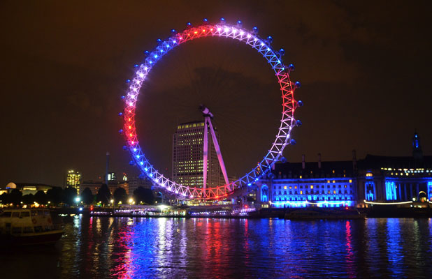The London Eye is illuminated in the colours red,white and blue celebrating forThe Duchess of Cambridge gave birth to a baby boy at 16.24 BST