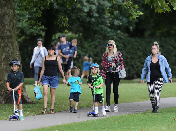 Gwen Stefani and her sons Kingston and Zuma Rossdale enjoy an afternoon with friends in Primrose Hill Park - 28 July 2013