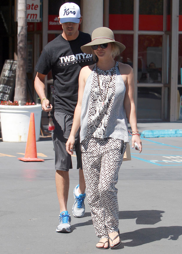 Actress Kaley Cuoco seen shopping with her rumoured boyfriend tennis player Ryan Sweeting, 5 August 2013