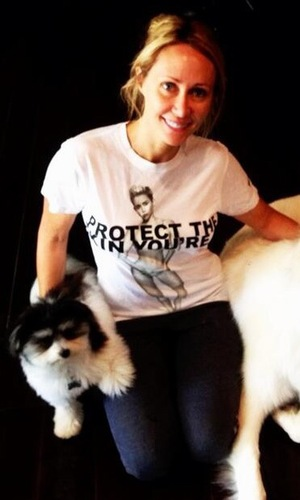 Tish Cyrus poses in Miley Cyrus Marc Jacobs T-shirt skin cancer