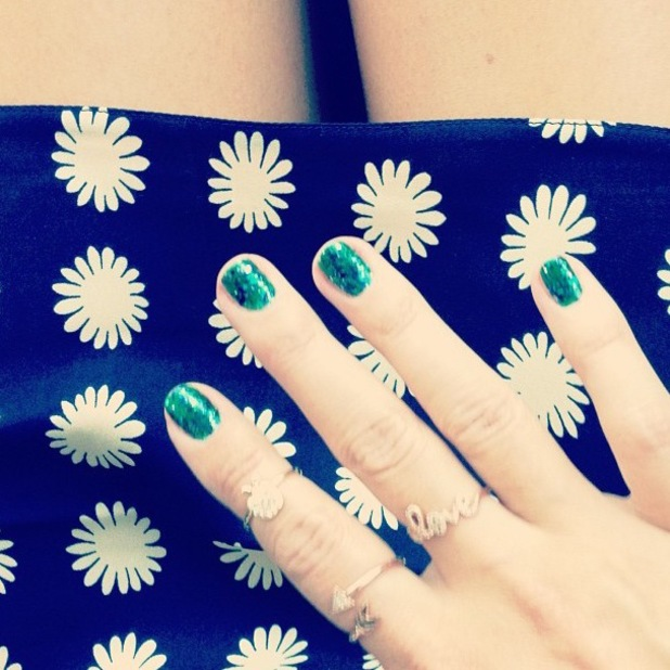 Lauren Conrad green glitter nails