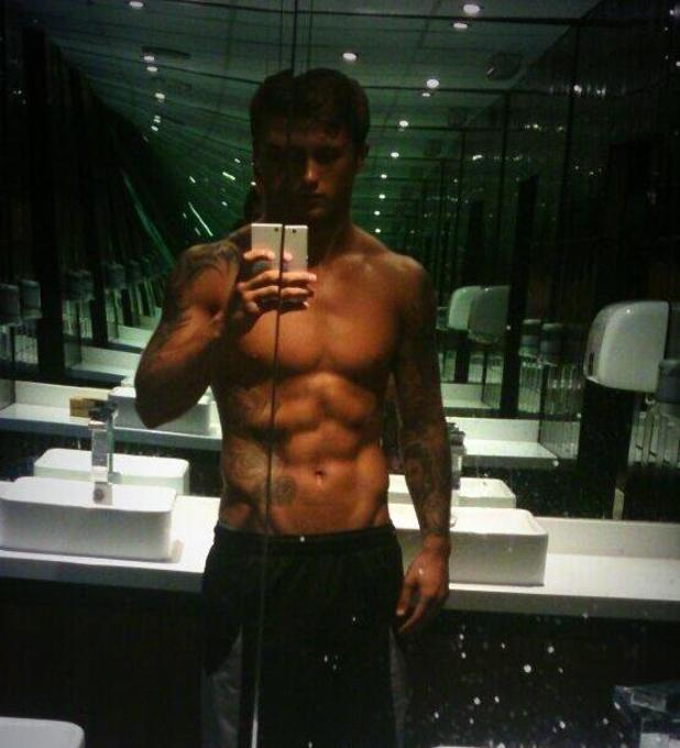TOWIE's Dan Osborne posts topless picture of him after a gym session - 15 August 2013