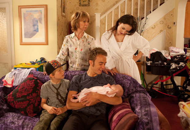 Corrie, the Platt family and the baby, Wed 28 Aug