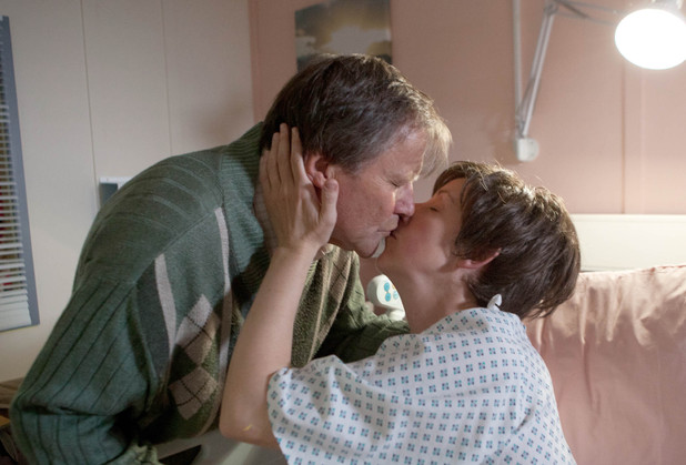 Corrie, Hayley has her op, Mon 2 Sep