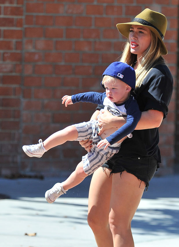 Hilary Duff and her husband Mike Comrie take their son Luca to Coldwater Canyon Park in Beverly Hills PersonInImage:Hilary Duff,Luca Comrie Credit :WENN.com Date Created : 08/28/2013 Location : Los Angeles, United States