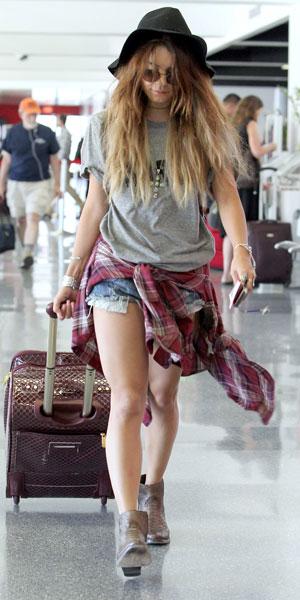Vanessa Hudgens at Los Angeles International aiport, 28/08/13