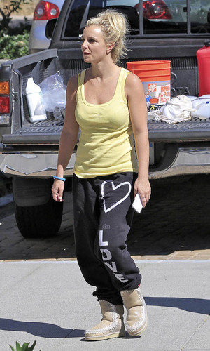 Britney Spears was pictured shopping at the Country Mart Credit :	WENN.com Date Created :	09/03/2013 Location :	Malibu, United States