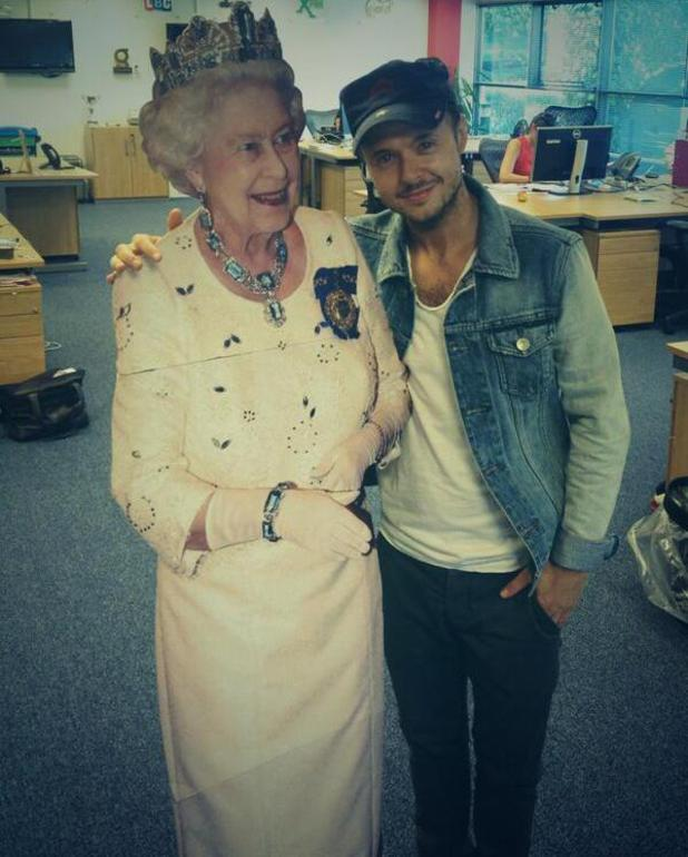 Lee Brennan poses with cutout of The Queen - 4 September 2013