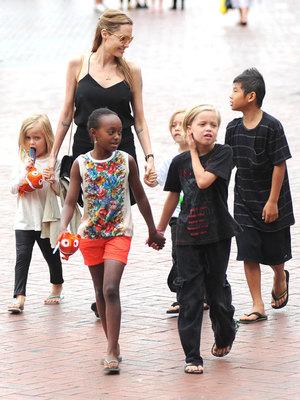 Angelina Jolie takes her children Pax, Zahara, Shiloh, Vivienne and Knox to Sydney Aquarium 8 Sep 2013