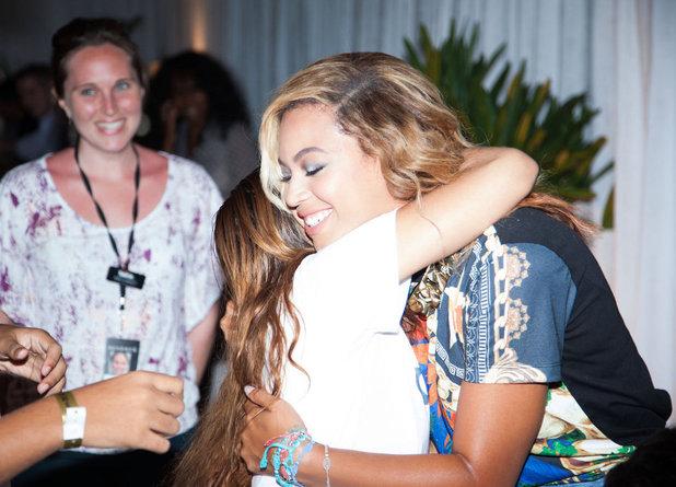 Beyoncé arrives at a press conference in Brazil - 8 September 2013