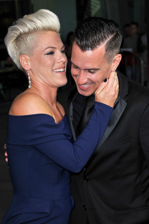 Pink And Husband Carey Hart Put On Pda At Thanks For