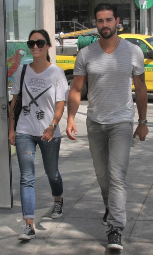 Jesse Metcalfe and Cara Santana out and about in Los Angeles Jesse Metcalfe, Cara Santana Credit :WENN.com Date Created : 09/19/2013 Location : Los Angeles, United States