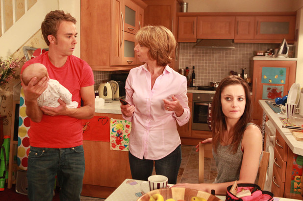Corrie, Kylie worries about the baby's dad, Mon 23 Sep