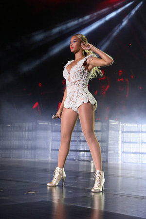 Beyoncé on stage in Caracas, Venezuela - 20 September 2013