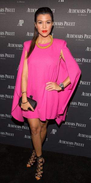 Kourtney Kardashian en robe cocktail rose